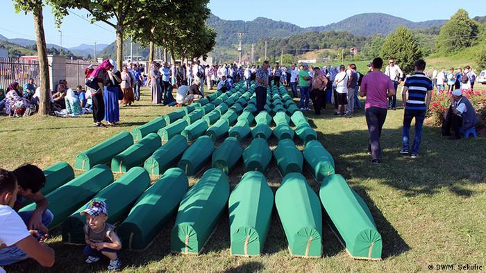 Pokop žrtava u Srebrenici