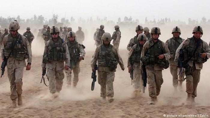 عکس از آرشیو؛ چند سرباز آمریکایی در سال ۲۰۰۴ در عراق