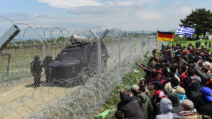 Idomeni Grenze Polizei Flüchtlinge