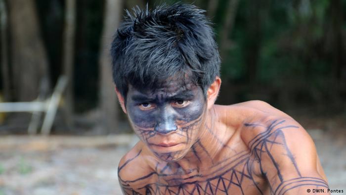 Brasilien Volkstamm Munduruku Tatoo (DW/N. Pontes)
