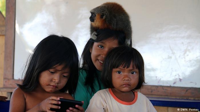 Brasilien Volkstamm Munduruku Kinder