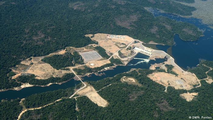 Brasilien Volkstamm Munduruku Teles Pires Wasserkraftwerk
