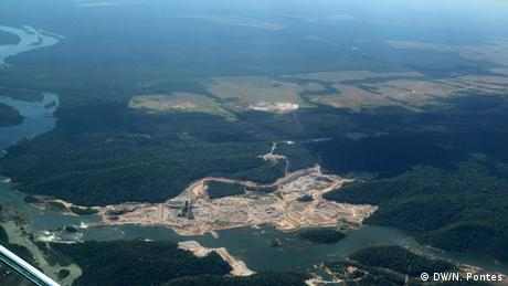 Brasilien Volkstamm Munduruku Sao Manoel Wasserkraftwerk