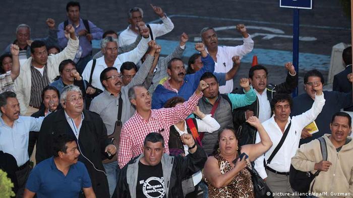 Mexiko Mitgliedern der Nationalen Gewerkschaft der Lehrer (CNTE)