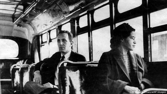 Роза Парк відмовилася поступитись місцем в автобусі білому чоловікові