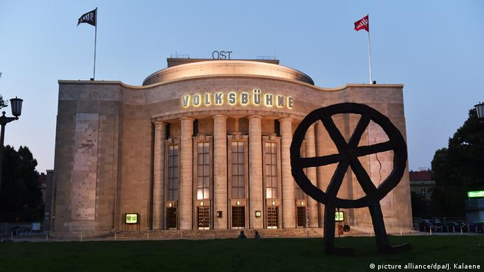 Volksbühne in Berlin, Copyright: picture alliance/dpa/J. Kalaene