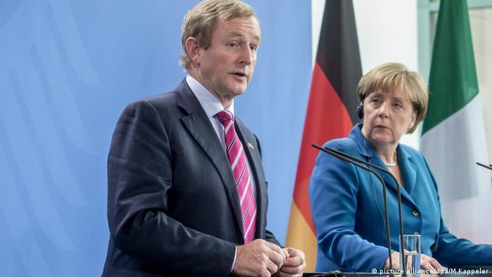 Енда Кенні та Анґела Меркель на прес-конфренції в Берліні 12 липня 2016 року