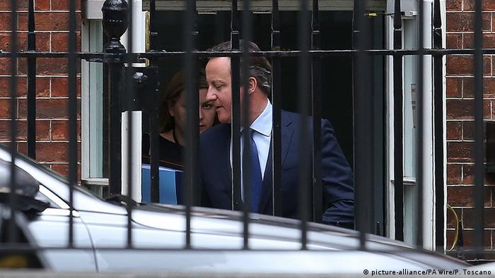 London Premier David Cameron verlässt Downing Street