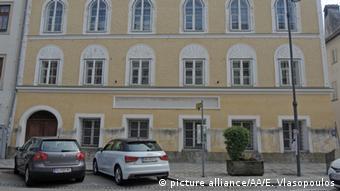 To σπίτι στο οποίο γεννήθηκε και πέρασε τους πρώτους μήνες της ζωής του ο Χίτλερ στο Μπραουνάου της Αυστρίας