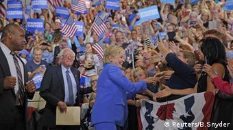 USA Portsmouth Hillary Clinton und Bernie Sanders vor Publikum