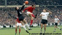 30/7/1966 Football World Cup Final. England v West Germany. German goalkeeper Hans Tilkowski punches clear from Geoff Hurst. Photo: Gerry Cranham / Offside.   picture-alliance/dpa/G.Cranham