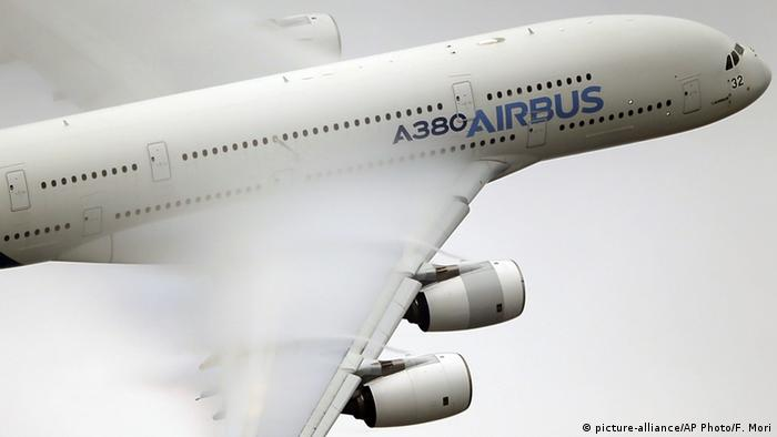 Airbus A380 bei Flugschau in Paris (picture-alliance/AP Photo/F. Mori)