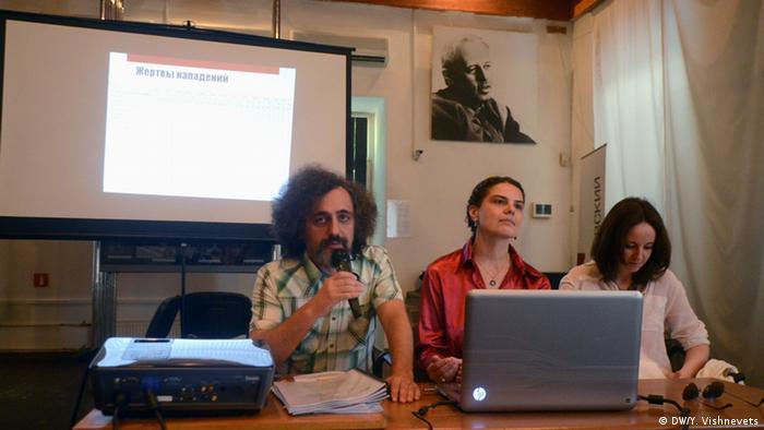 Активисты центра Сова