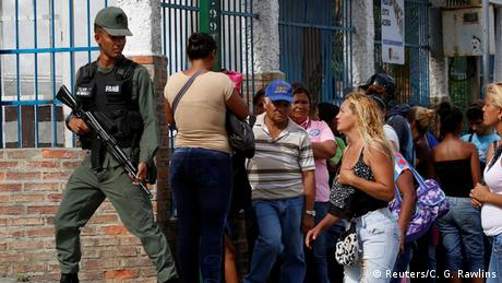 Militares controlam distribuição de alimentos na Venezuela em julho de 2016