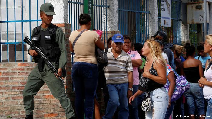 Venezuela Lebensmittelausgabe durch Militär