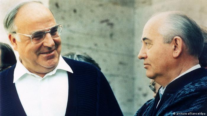 Helmut Kohl conversando com Gorbachov