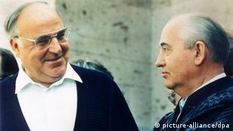 Helmut Kohl zu Arbeitsbesuch im Kaukasus (picture-alliance/dpa)
