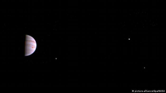 «Юнона» рекордно близко подошла к Юпитеру