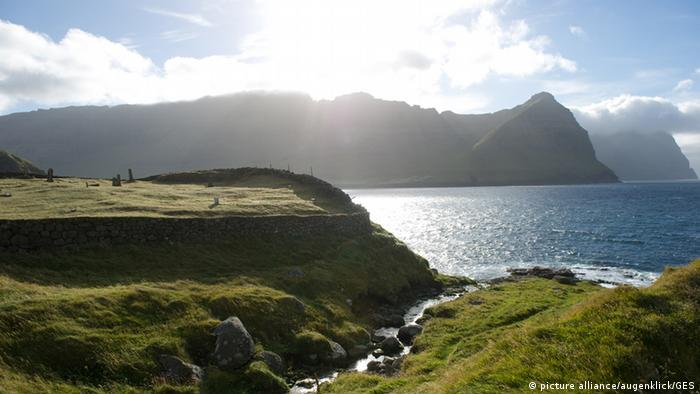 Fjordlandschaft auf den Färöer Inseln