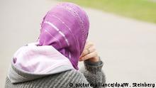 Deutschland Frau mit Kopftuch