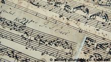 Archiv ARCHIV - Ein seltenes Manuskript des Komponisten Johann Sebastian Bach (1685-1750) wird am 07.06.2016 in der Niederlassung des Auktionshauses Christie's in Hamburg gehalten. Das Werk soll am 13. Juli in London mit einem Schätzwert von 1,5 bis 2 Millionen Pfund (1,9 bis 2,5 Millionen Euro) versteigert werden. Foto: Daniel Reinhardt/dpa (zu dpa Manuskript von Johann Sebastian Bach wird versteigert vom 12.07.2016) +++(c) dpa - Bildfunk+++ | Verwendung weltweit (c) picture-alliance/dpa/D. Reinhardt