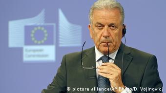«Μόνο μετανάστες που θα εισέρχονται στην Ελλάδα από τις 15 Μαρτίου 2017 και έπειτα, και θα κατευθύνονται στη συνέχεια παράνομα σε άλλη ευρωπαϊκή χώρα, θα μπορούν να στέλνονται πίσω στην Ελλάδα», εξήγησε ο Δημήτρης Αβραμόπουλος