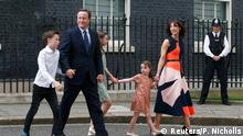 Britain's outgoing Prime Minister, David Cameron, accompanied by his wife Samantha, daughters Nancy (C) and Florence and son Arthur, leaves number 10 Downing Street, on his last day in office as Prime Minister, in central London, Britain July 13, 2016. REUTERS/Peter Nicholls Reuters/P. Nicholls