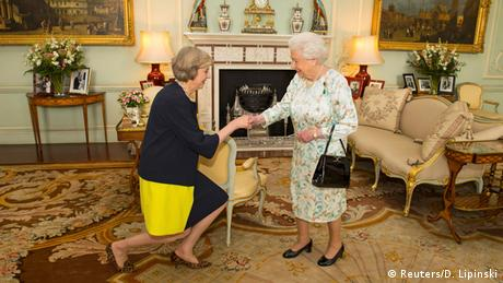 Theresa May visits the British Queen in Buckingham Palace to become prime minister.