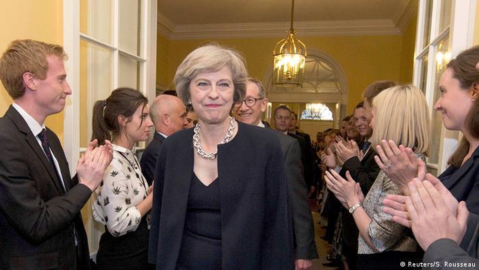 Großbritannien Theresa May in der Downing Street 10