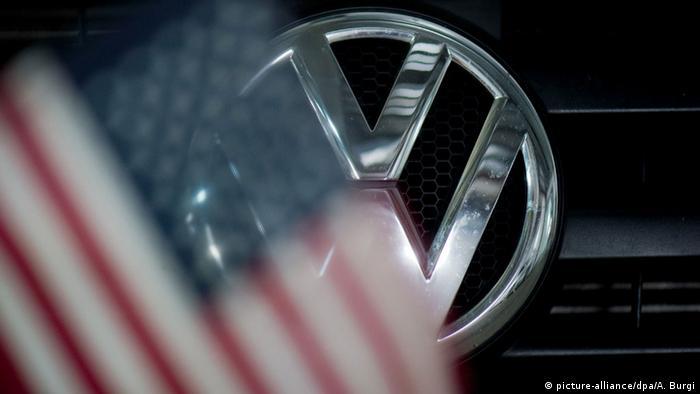 Logo Volkswagen mit Flagge USA
