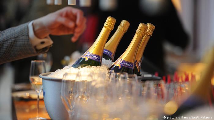 Symbolbild Reichtum Champagner Flaschen
