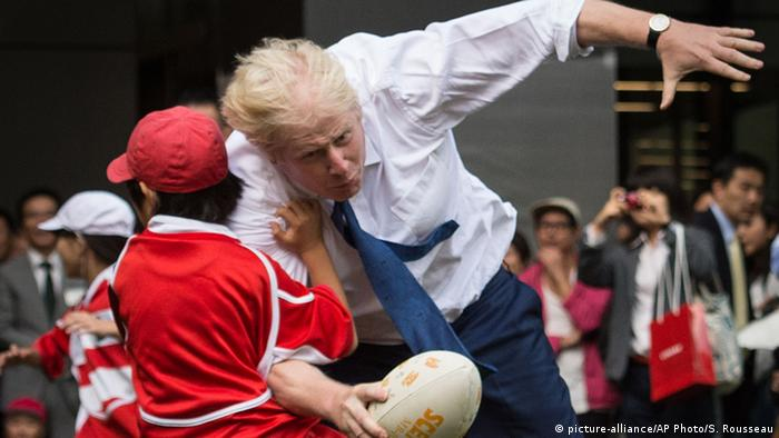 Mayor of London Boris Johnson knocks over 10 year-old Toki Sekiguchi who was unharmed in the collision as Johnson participates in a Street Rugby tournament in Tokyo (picture-alliance/AP Photo/S. Rousseau)