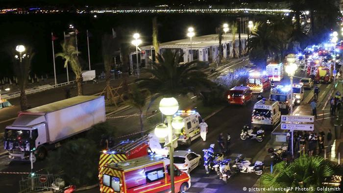 Paris Match magazine faces ban over publication of Nice attack images