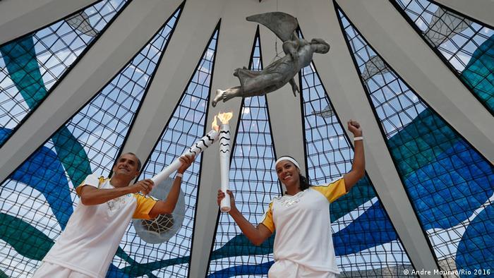 Städte-Tour des Olympischen Feuer in Brasilien Brasilia