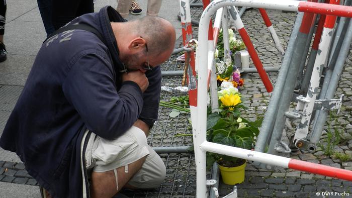 Trauer um die Opfer von Nizza Pariser Platz Berlin