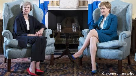 Nicola Sturgeon und Theresa May Treffen in Schottland (picture-alliance/dpa)