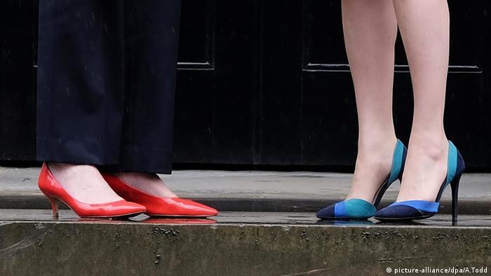 Detailfoto Theresa May und Nicola Sturgeon in Schottland