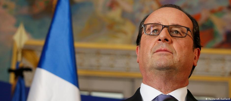 Presidente francês, François Hollande, sob forte pressão após massacre