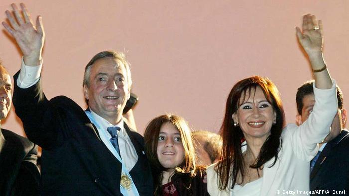 Néstor Kirchner y Cristina Fernández de Kirchern, con su hija Florencia. (2003).