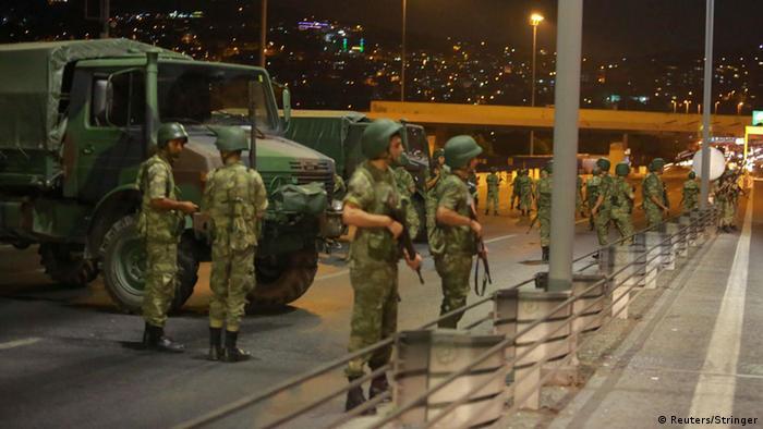سربازان در خیابانها