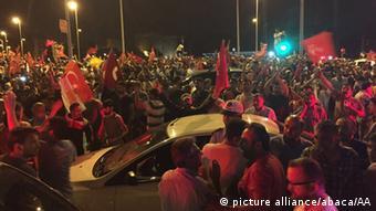 На заклик Ердогана на вулиці виходять люди