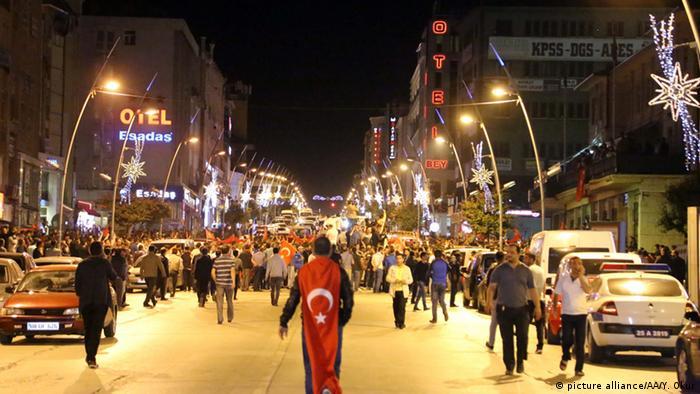 Türkei Putschversuch Tausende von Menschen reagieren gegen Aufstand Versuch