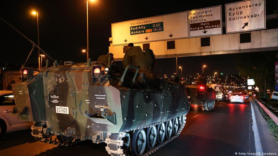 Військова техніка на вулицях Стамбула