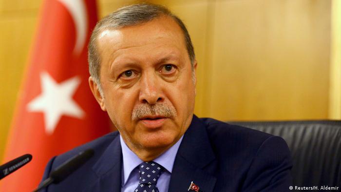 Erdogan dá declaração após chegada a Istambul na madrugada deste sábado