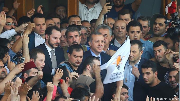 اردوغان در فرودگاه استانبول