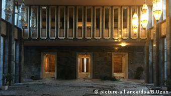 Пошкоджена авіаударами будівля турецького парламенту в Анкарі