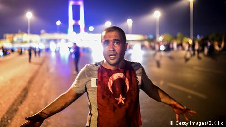 Türkei Bosphorus Brücke Militär Protest Mann