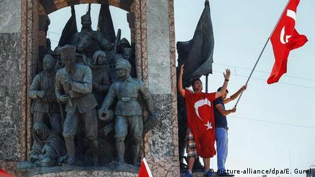 Türkei Menschen protestieren gegen Putschversuch in Istambul