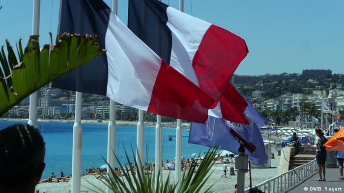 Frankreich Nizza Fahnen auf Halbmast nach Amokfahrt