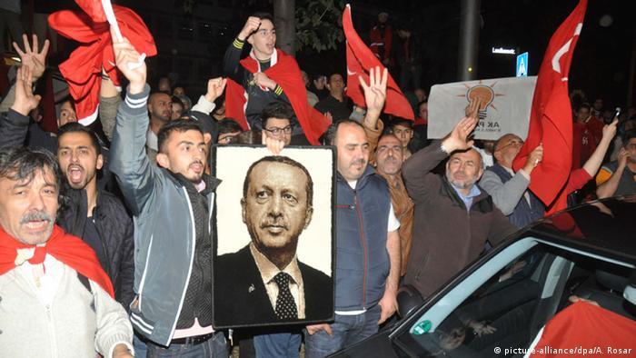 Stuttgart türkisches Konsulat Solidarität Türken Erdogan